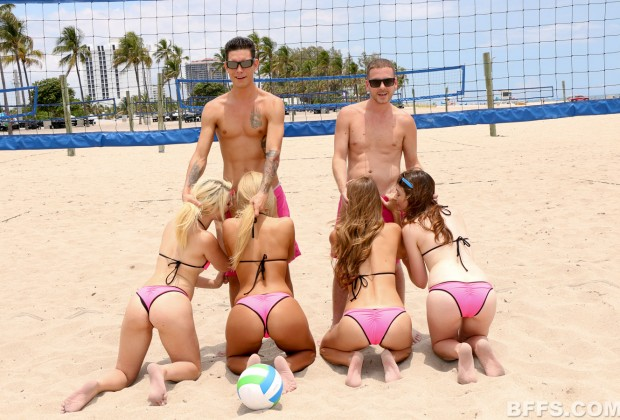 Couple of beach bums score four hotties